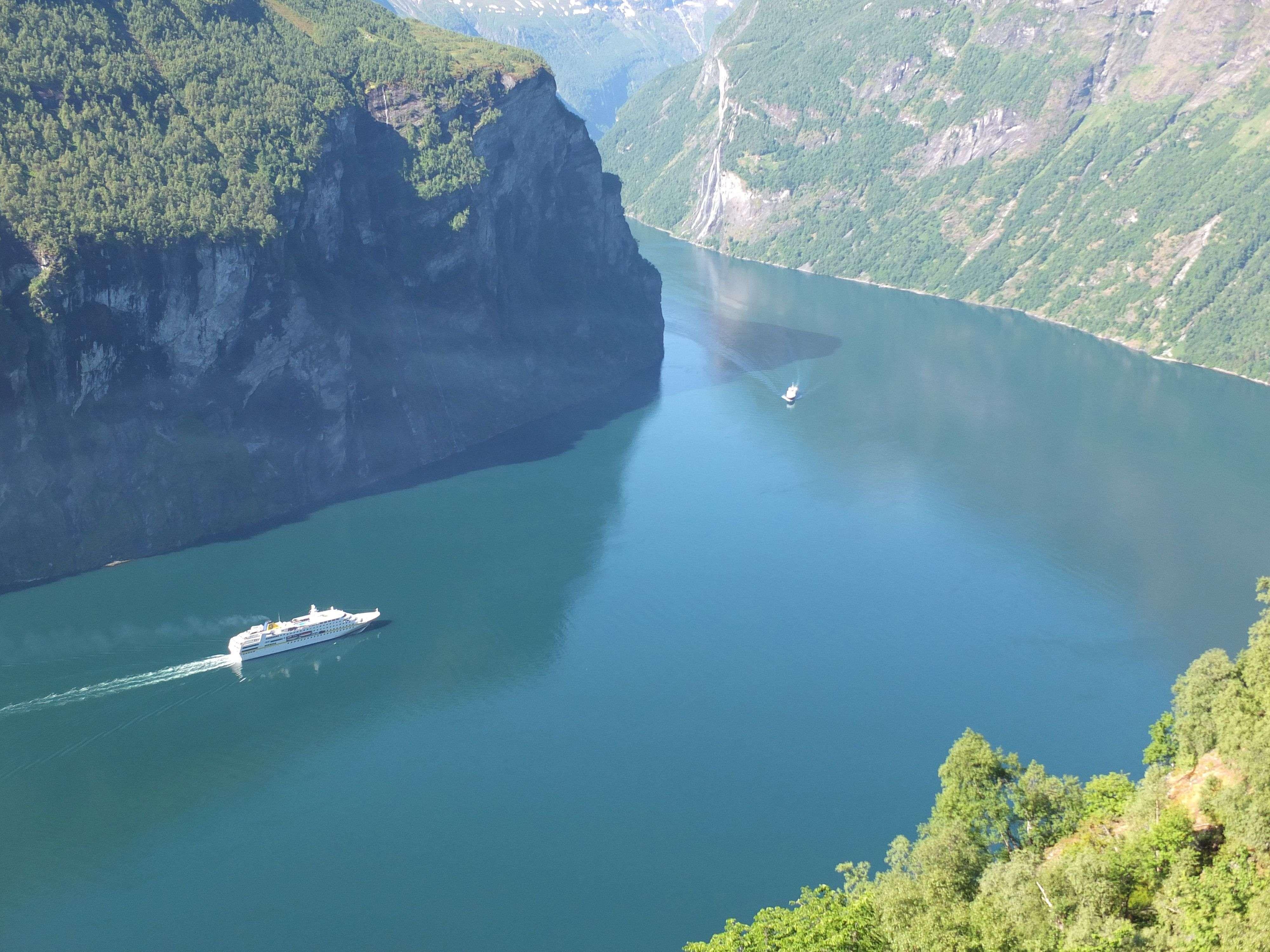 MS-Hamburg-im-Geirangerfjord